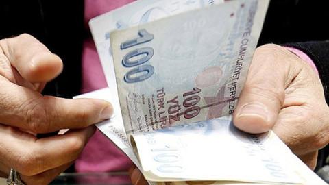 Emeklilerin ve memurların zamlı maaşları hesaplarına yattı