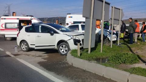 Son dakika! İki otomobil çarpıştı: 2 yaralı