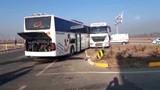 TIR ve yolcu otobüsü çarpıştı: Ölü ve yaralılar var