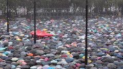 Hong Kong´da binlerce kişi yine sokaklarda