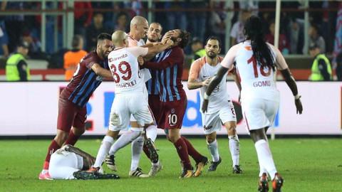 Feghouli ve Olcay Şahan 3'er maç ceza aldı