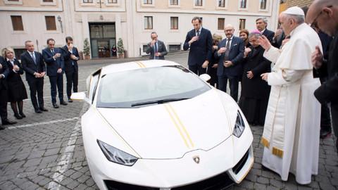 Papa'dan satılık sıfır Lamborghini