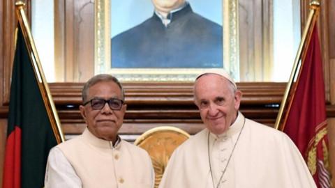 Papa Francis ilk kez 'Arakan' dedi