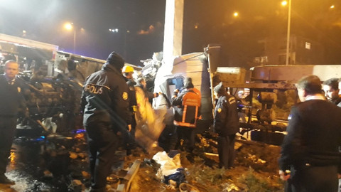 Başkent'te tır devrildi: 1 ölü