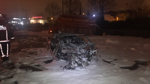 TEM'de otomobil yandı: 4 yaralı