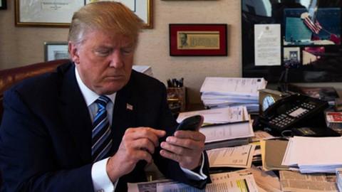 Donald Trump'ın Beyaz Saray'da cep telefonunu yasakladığı iddia edildi