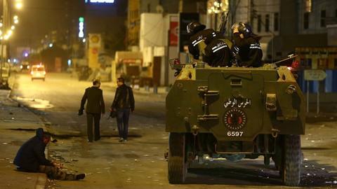 İran'dan sonra Tunus'ta da halk sokağa döküldü