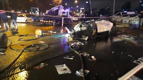 Son dakika! Yanan otomobilde sıkışan sürücü hayatını kaybetti