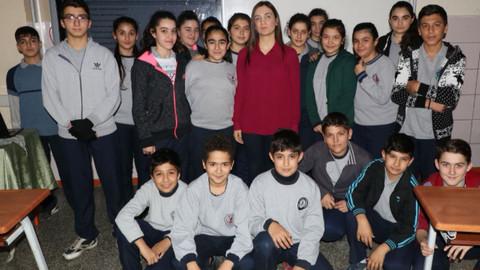 Son dakika! Adana'da görme engelli öğretmene öğrencileri can veriyor