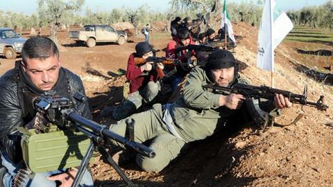 Özgür Suriye Ordusu'na bağlı birliklerin bir kısmı Afrin'e girmeye başladı