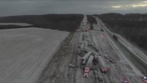 Buzlanma nedeniyle 100 araç birbirine girdi