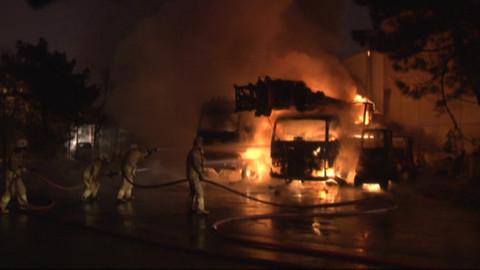 Ümraniye'de 4 iş makinesi alev alev yandı (video)