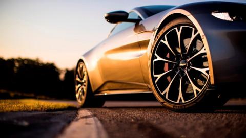"""Aston Martın'in yeni """"Vantage"""" modeli Cenevre'de tanıtıldı"""