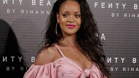 Rihanna'dan Snapchat'e: Kendinizden utanın