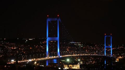 İstanbul maviye büründü