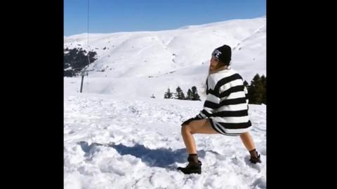 Instagram fenomeni Damla Ekmekçioğlu karda twerk yaptı