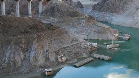 Artvin'de baraj suları çekilince köy ortaya çıktı