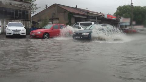Dolu ve yağışlar Kütahya'yı da etkisi altına aldı