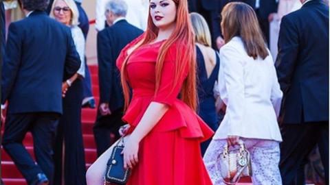 Rus manken Yulia Rybakakova, Cannes Film Festivali'ndeki kırmızı halıda iç çamaşırıyla kaldı