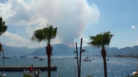 Marmaris'te yıldırım düşmesi sonucunda orman yangını çıktı