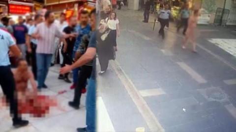 Annesini öldürdü elinde bıçakla çırıl çıplak sokakta koşturdu