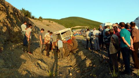 Tokat'ta traktör devrildi: Ölü ve yaralılar var