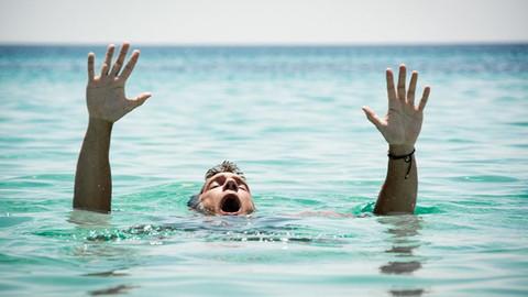 Kadıköy'de denize giren kişi boğuldu