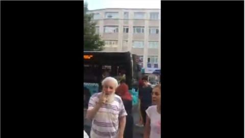 İstanbul'da etek giyen kadınlar yaşlı adam tarafından hakarete uğradı