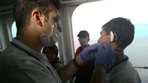 Kuşadası'nda 44 kaçak göçmen ve 1 insan kaçakçısı yakalandı