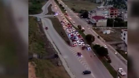 Drift yapan araçlar ambulansın geçişini engelledi