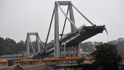 İtalya'daki çöken köprüden ilk görüntüler