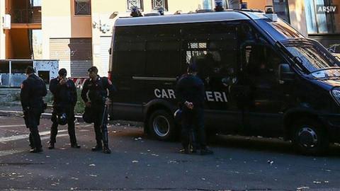 İtalya'da Lig partisi binası önünde patlama meydana geldi