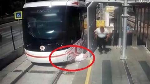 Samsun'da tramvay yaşlı adama çarptı