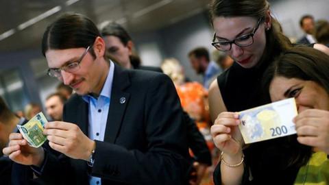 Yeni eurolar tanıtıldı