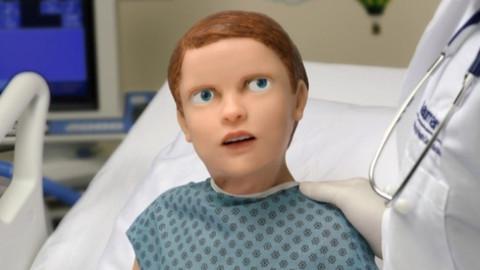 Tıp öğrencileri için çocuk robot üretildi