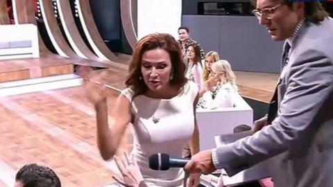 Ünlü oyuncu yayında seyirciyi tokatladı
