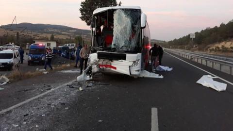 Uşak'ta otobüs kaza yaptı: 1 ölü 26 yaralı