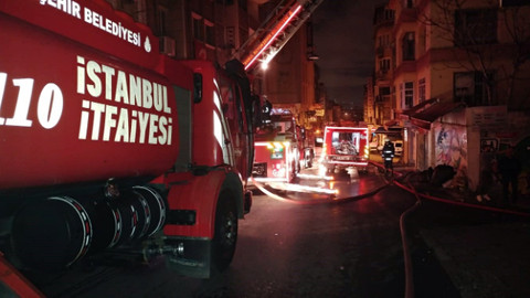 Eminönü'nde handa yangın çıktı