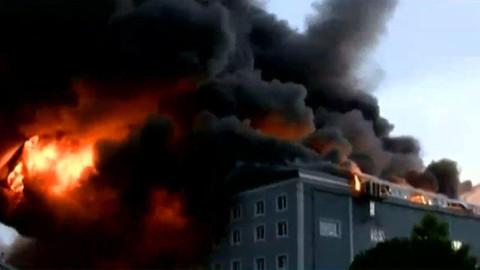 İstanbul Valiliği, Esenyurt'ta meydana gelen fabrika yangının kontrol altına alındığını açıkladı