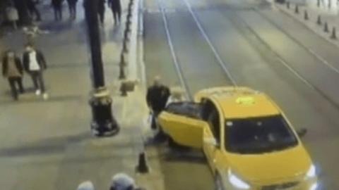 Son dakika İstanbul haberleri… Turistleri gasp eden taksici kameralara yansıdı