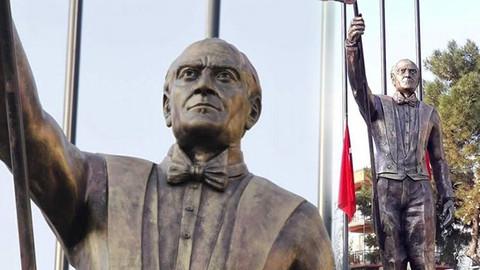 Atatürk heykeli İzmir'de tartışma yarattı