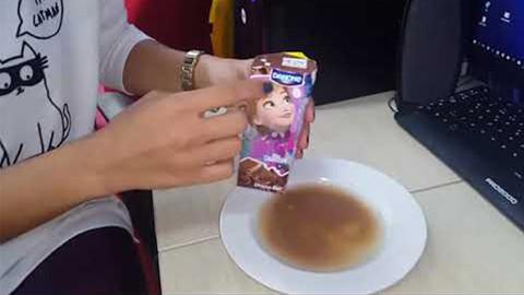 Bu çikolatalı süt sosyal medyada gündem oldu
