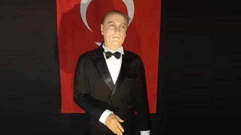 Atatürk'e benzemeyen bal mumu heykeli sosyal medyada gündem oldu