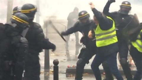 Paris'te protestolar devam ediyor