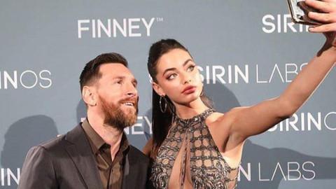 Messi'nin elini ayağına dolaştıran güzel model Yael Shelbia