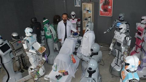 Sahneden düşen robot kendine gelir gelmez bakın neyi sordu!