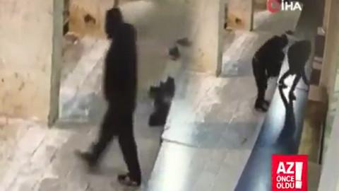 Camideki ayakkabı hırsızı kameralarda