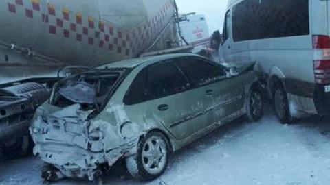 Erzurum'da zincirleme kaza! 20 araç birbirine girdi