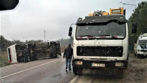 İzmir'de servis devrildi: 17 yaralı