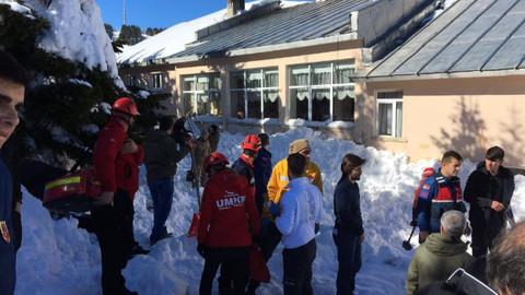Uludağ'da vatandaşlar kar altında kaldı